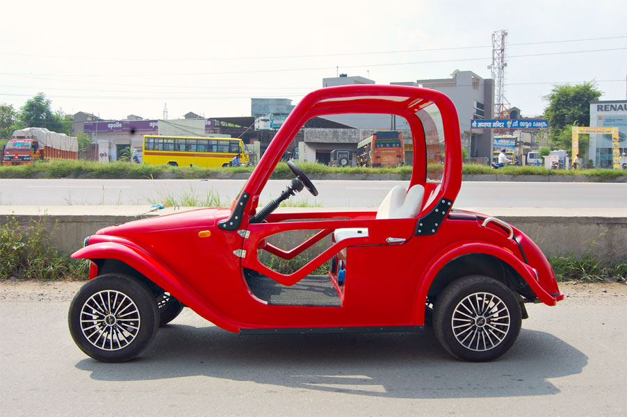 red-electric-car-india-speedways